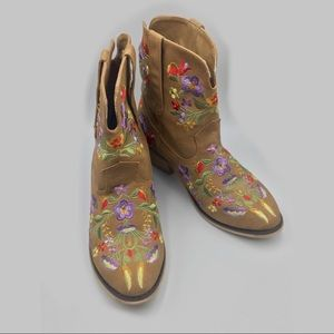 Floral embroidered cowgirl western boots